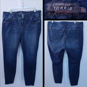20 R women TORRID skinny blue jean JEGGING